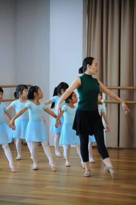 the-artists-dace-studio-adult-ballet-yoga-ballet-for-kids-12-4